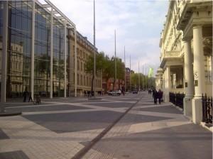 Foto: Exhibition Road vacía, South Kensington, Londres