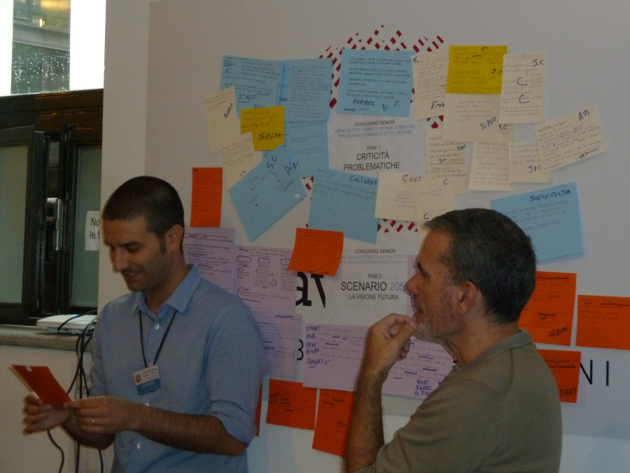 Un momento di condivisione delle idee durante la tavola rotonda